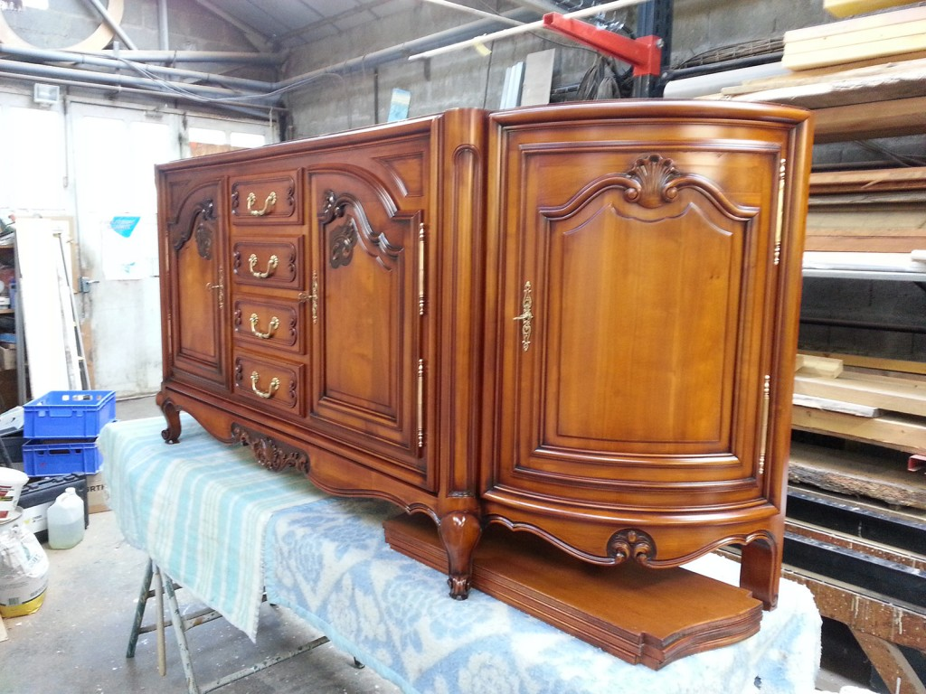 Restauration meuble louis xv for Meuble style louis 15