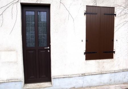 Pose porte bois vernis sur mesure menuisier le mans 72 for Pose porte fenetre