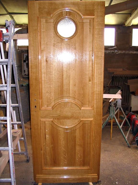 Pose porte bois vernis sur mesure menuisier le mans 72 for Decaper une porte vernis