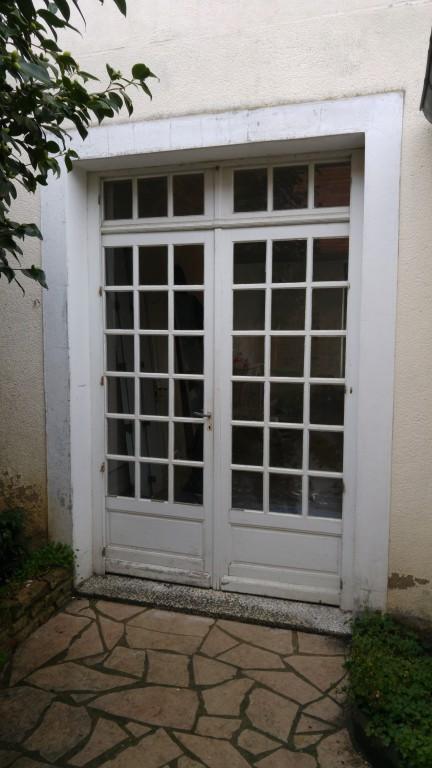 Porte fenetre deux vantaux store fenetre pvc blanche - Fenetre pvc petit carreaux ...